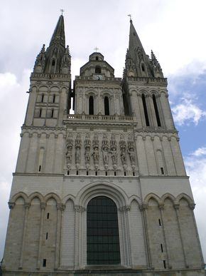 Cathedrale saint maurice angers dessous.jpg